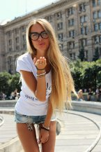 Индивидуалки Киева:Вика целуется