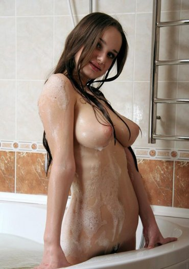 фото голые телки в душе